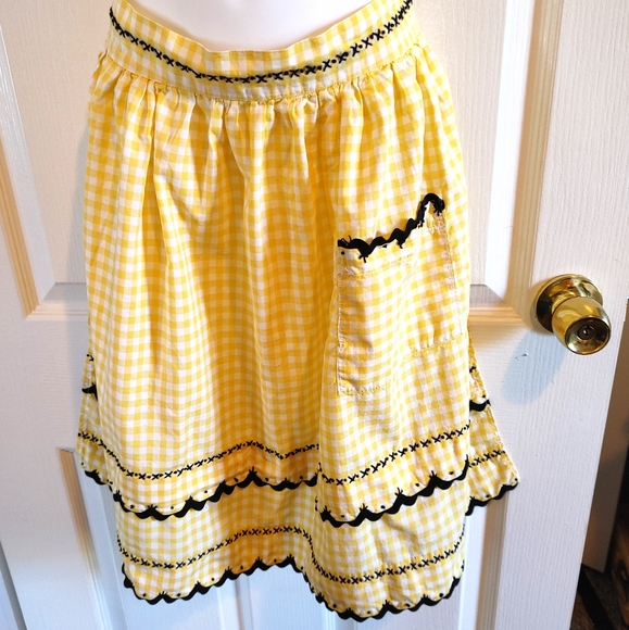 Vintage yellow white checkered blk/lace half apron